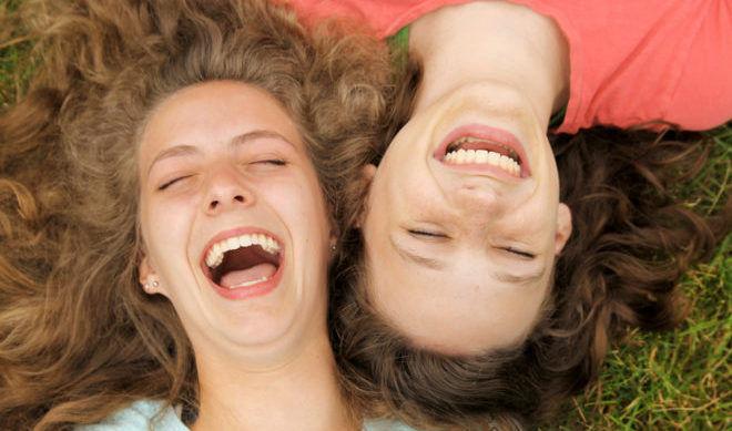 Смех способствует выработке эндорфинов