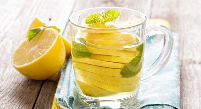 Пить воду с лимоном