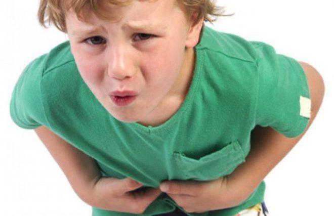 У ребенка сильно болит живот
