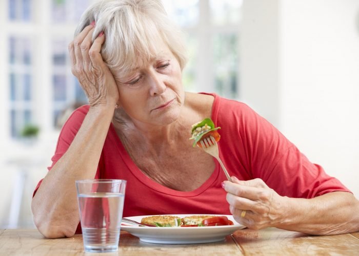 Потерей аппетита и веса